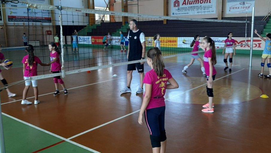 14628_nikolic-na-treningu-sa-devojcicama-modrica-21.08.2020.-foto-vid-blagojevic_f